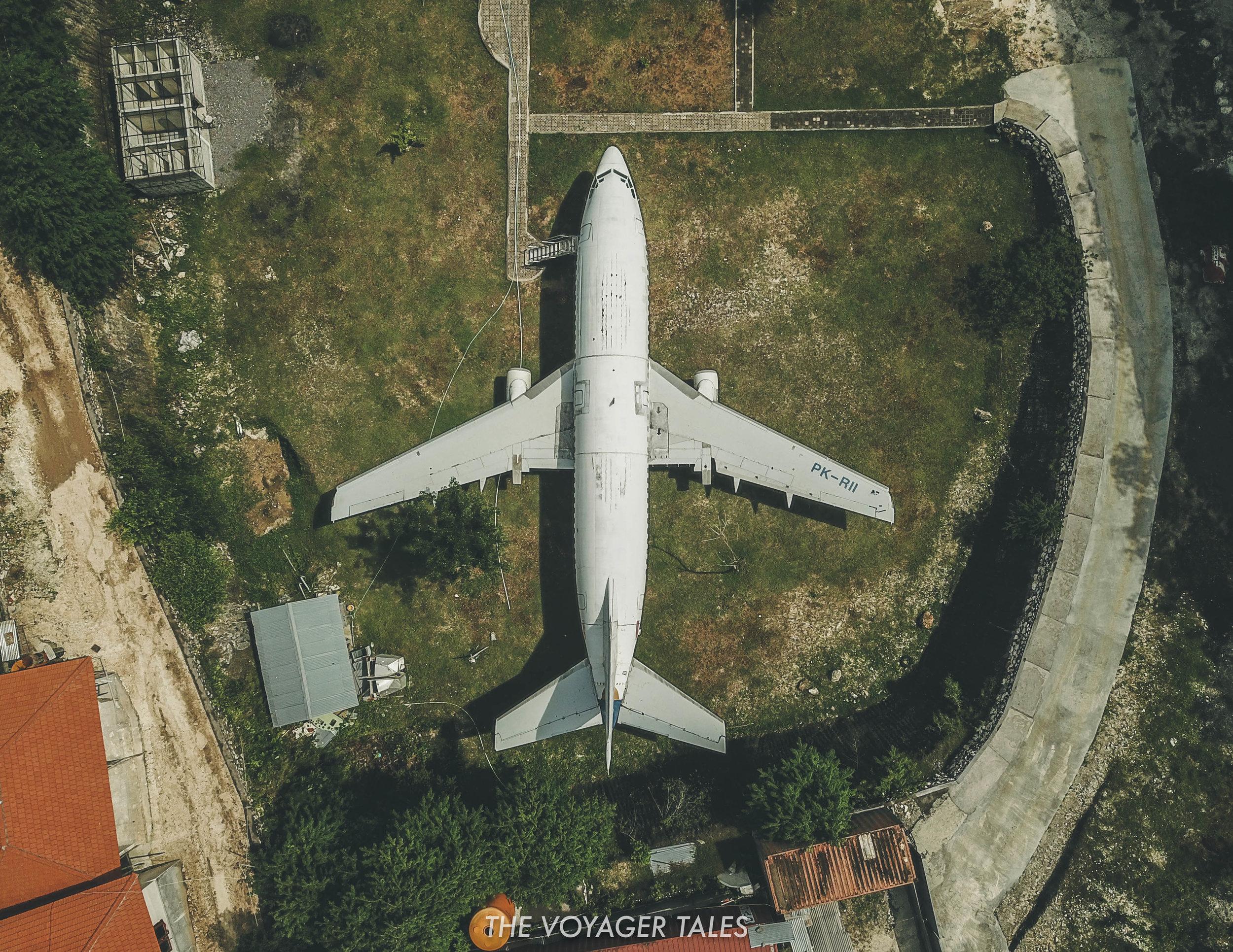 Abandoned plane Uluwatu.jpg