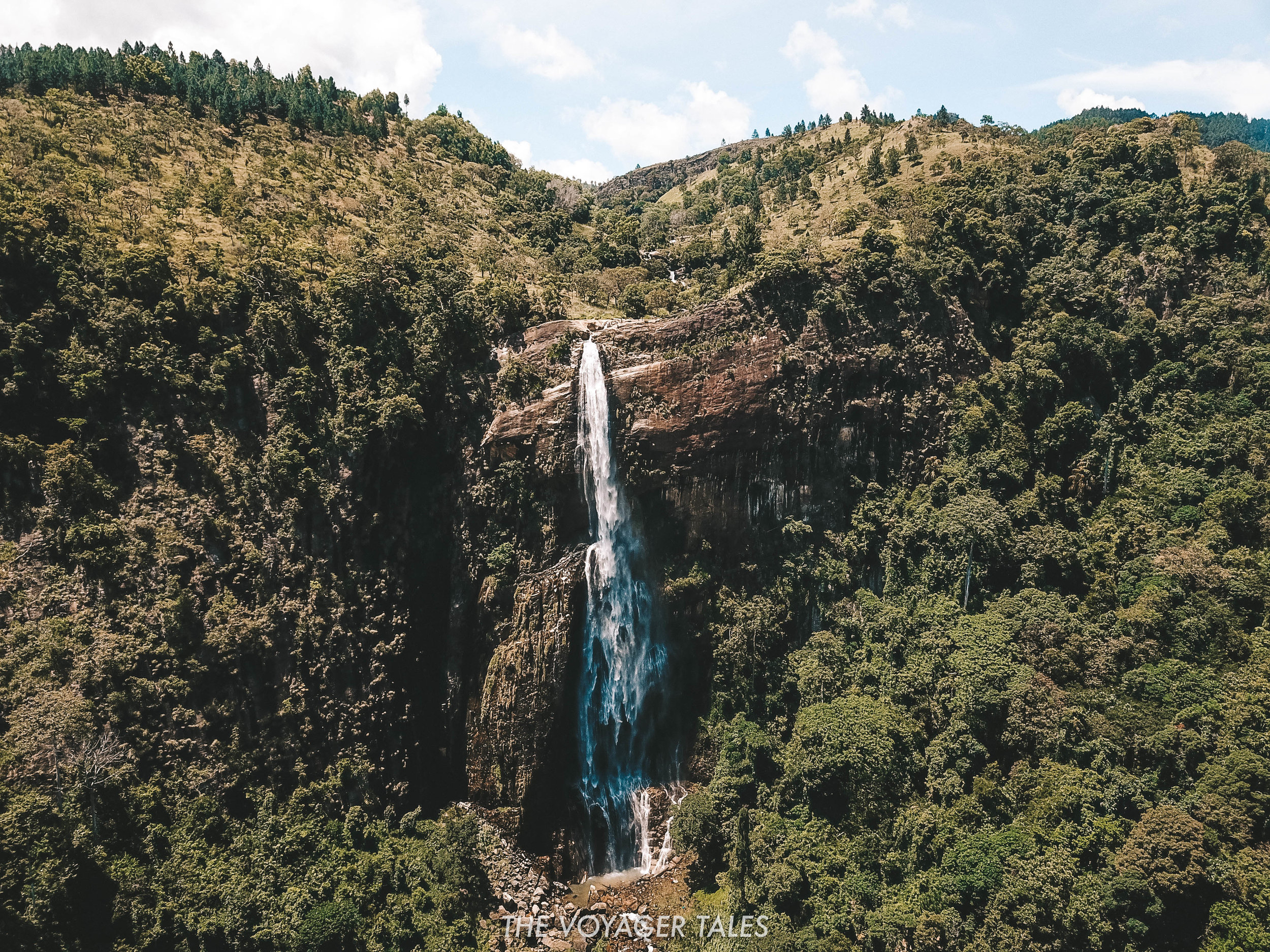Diyaluma Waterfall.jpg