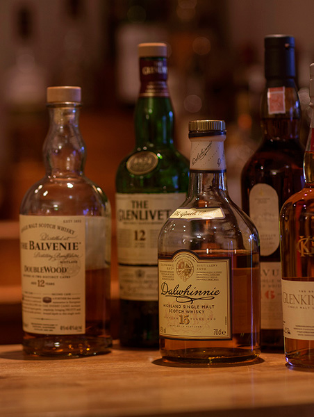 Bar - Our cosy but well-stocked bar is home to a wide range of single malts, Scottish gins, locally produced craft beers and an imaginative wine list.