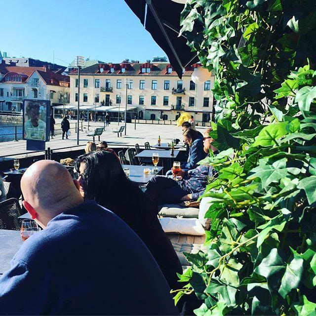 En skönare söndag med Borås trevligaste utsiktsplats. #rosé #borås #kaffebarbombon