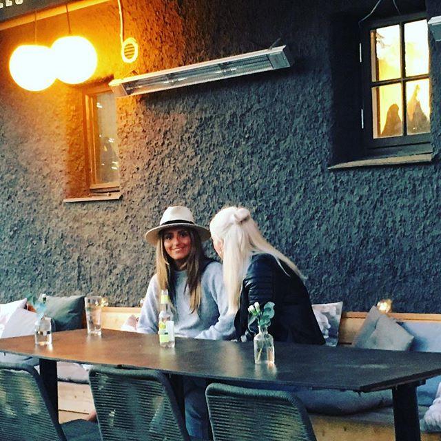 O, Dessa kvällar! Välkommen på pizza, pasta och vin i Borås skönaste hörn. #kaffebarbombon #sommarochsol #aperolspritz