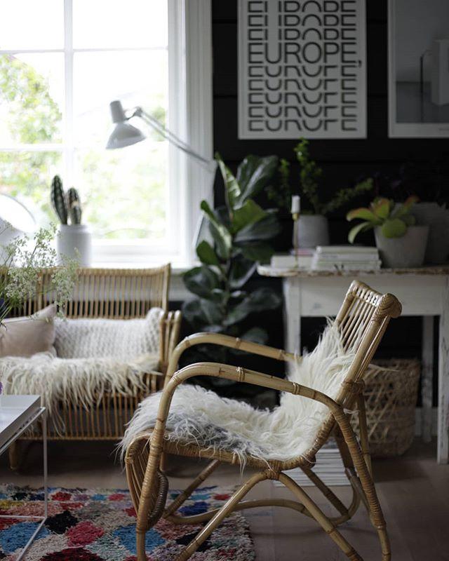 Regn ute, bonusfridag i vente, en stue med nye, gamle møbler og en sjokolade i skapet. Ok pluss søndagskveld!