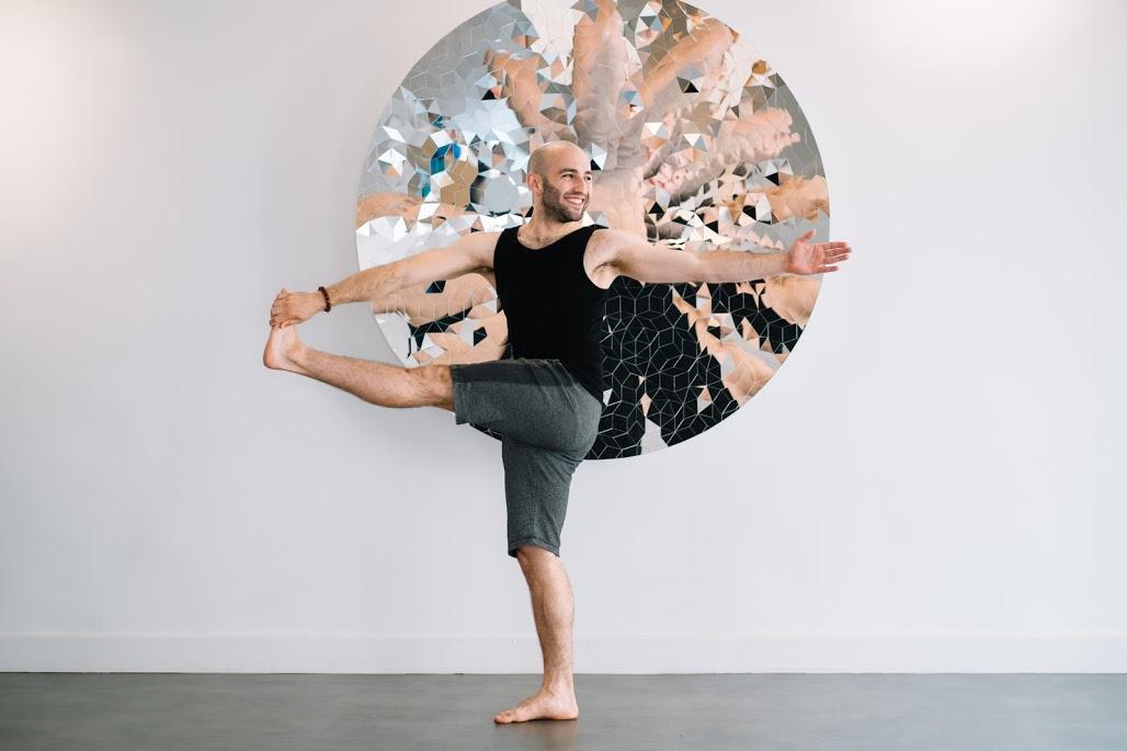 tiny yoga lyon, julien raso, cours de yoga lyon, yoga lyon, lyon yoga, tiny yoga club, tiny yoga lyon, cours de yoga lyon, cours yoga lyon, yoga prénatal lyon