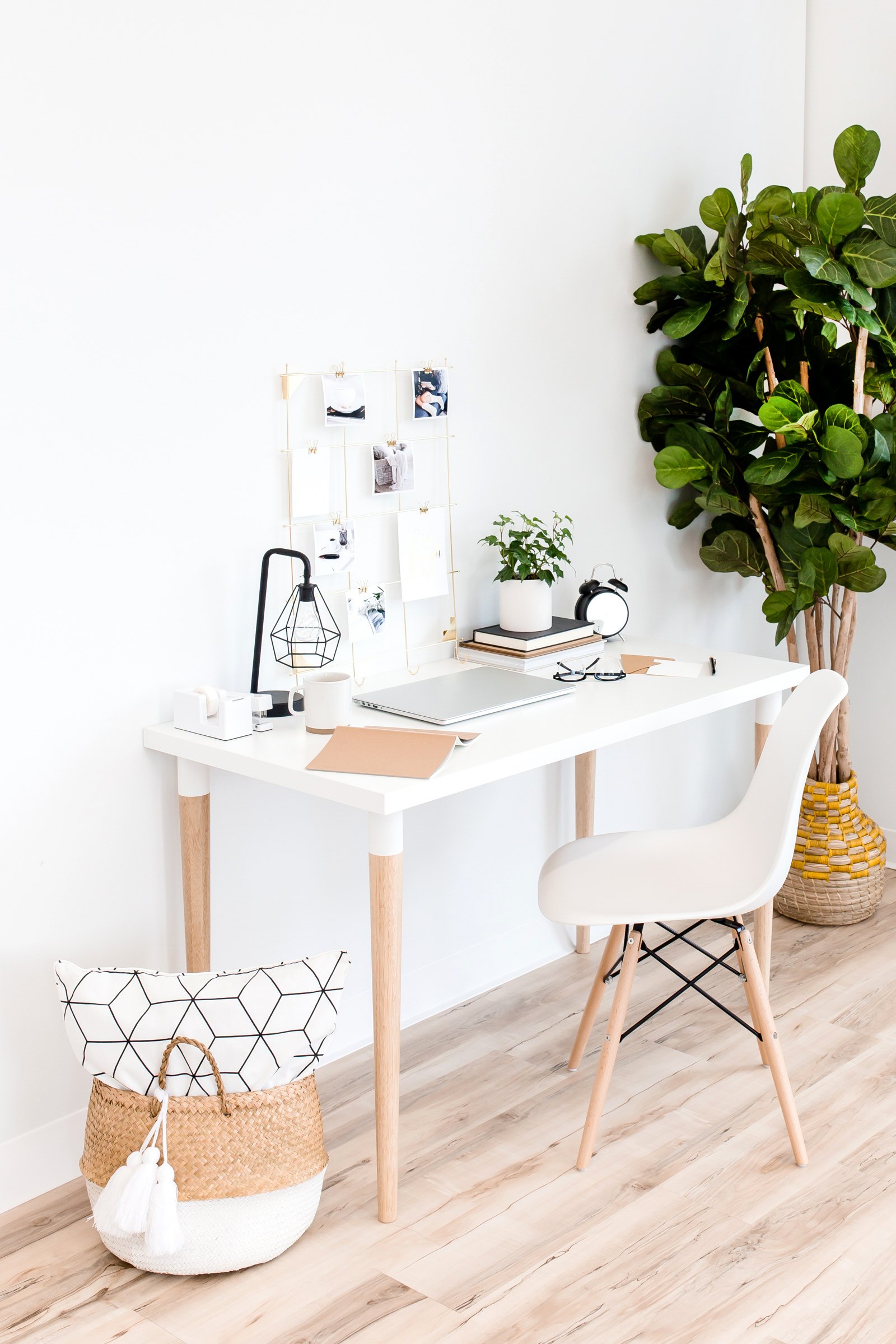 (what I wish my desk looked like)