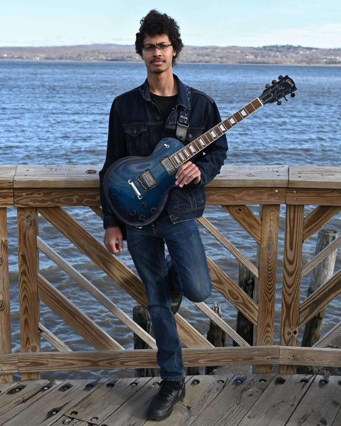 Peter Santelmo    Guitarist