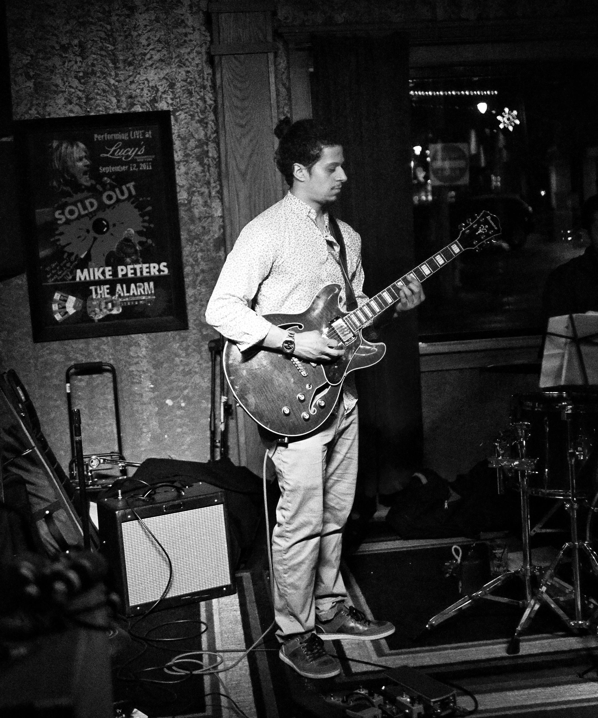 Manny Reyes   Guitarist