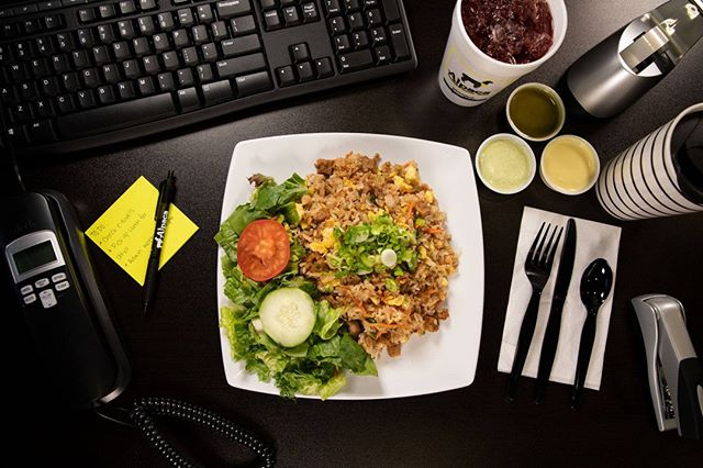 Don't have time to dine in? Take your favorite Alpaca meal to go! 🍗🥤🥗 #togo #lunch #alpacachicken
