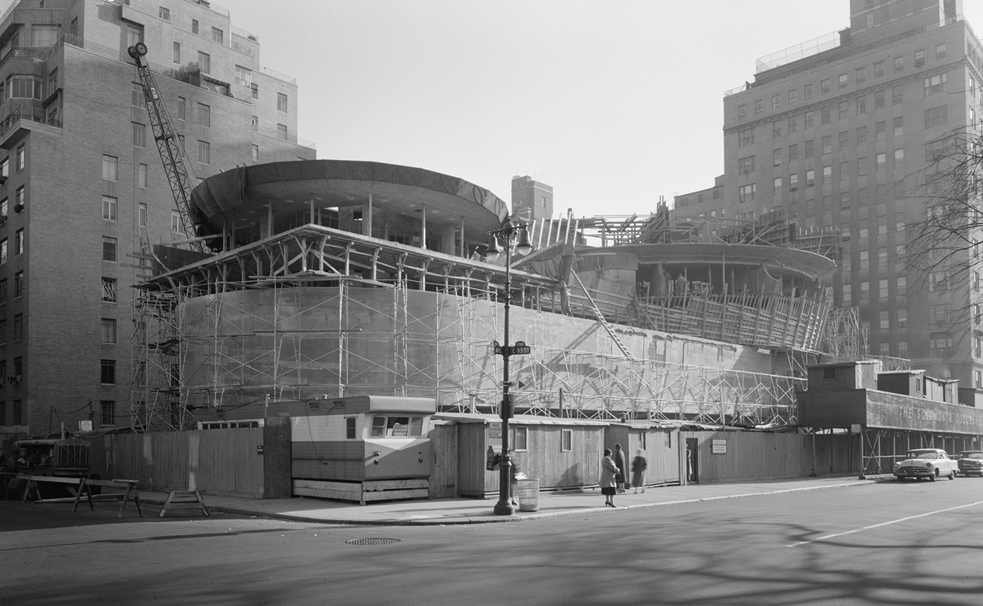 New York City's Guggenheim Museum under construction in 1957. Note that in 2005, less than 75 years later, a major renovation took place (the renovation was completed in 2008). Image by Gottscho-Schleisner, Inc., photographer - This image is available from the United States Library of Congress's Prints and Photographs divisionunder the digital ID gsc.5a25494.This tag does not indicate the copyright status of the attached work. A normal copyright tag is still required. See Commons:Licensing for more information., Public Domain,  https://commons.wikimedia.org/w/index.php?curid=18588876