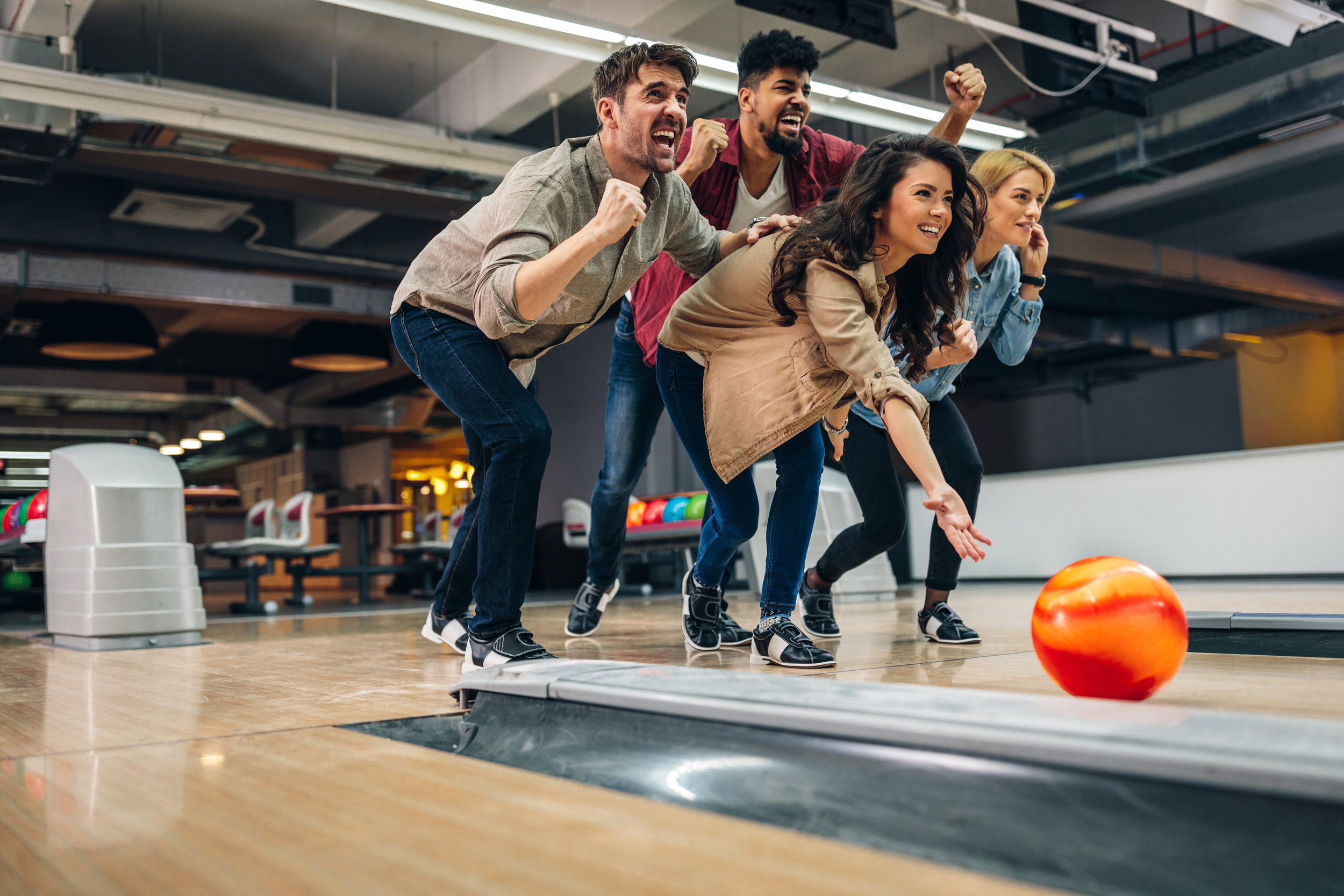 Group Bowling_GettyImages-948127020.jpg