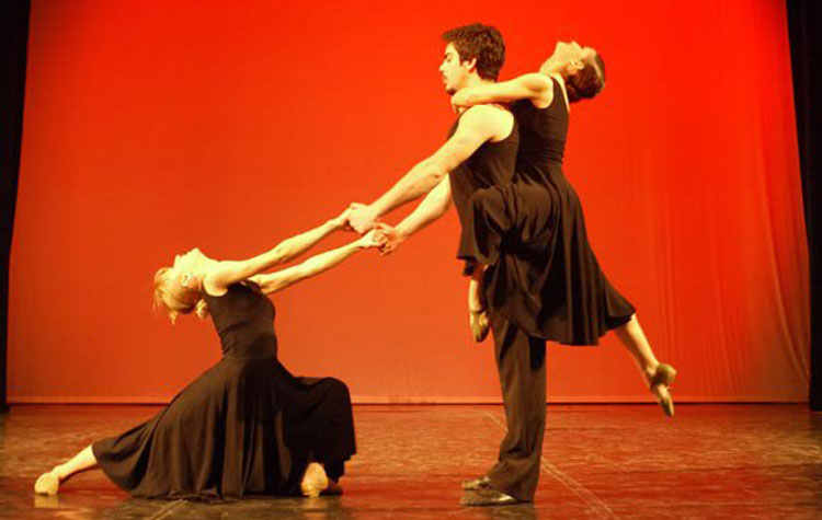DANCING WITH THE MOON - Drejtori Ahmet BrahimajKoreograf Alexander Tressor