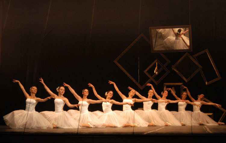 KOLAZH BALETI : BALLET COLLAGE - Drejtori Ahmet BrahimajKoreograf Elton Cefa