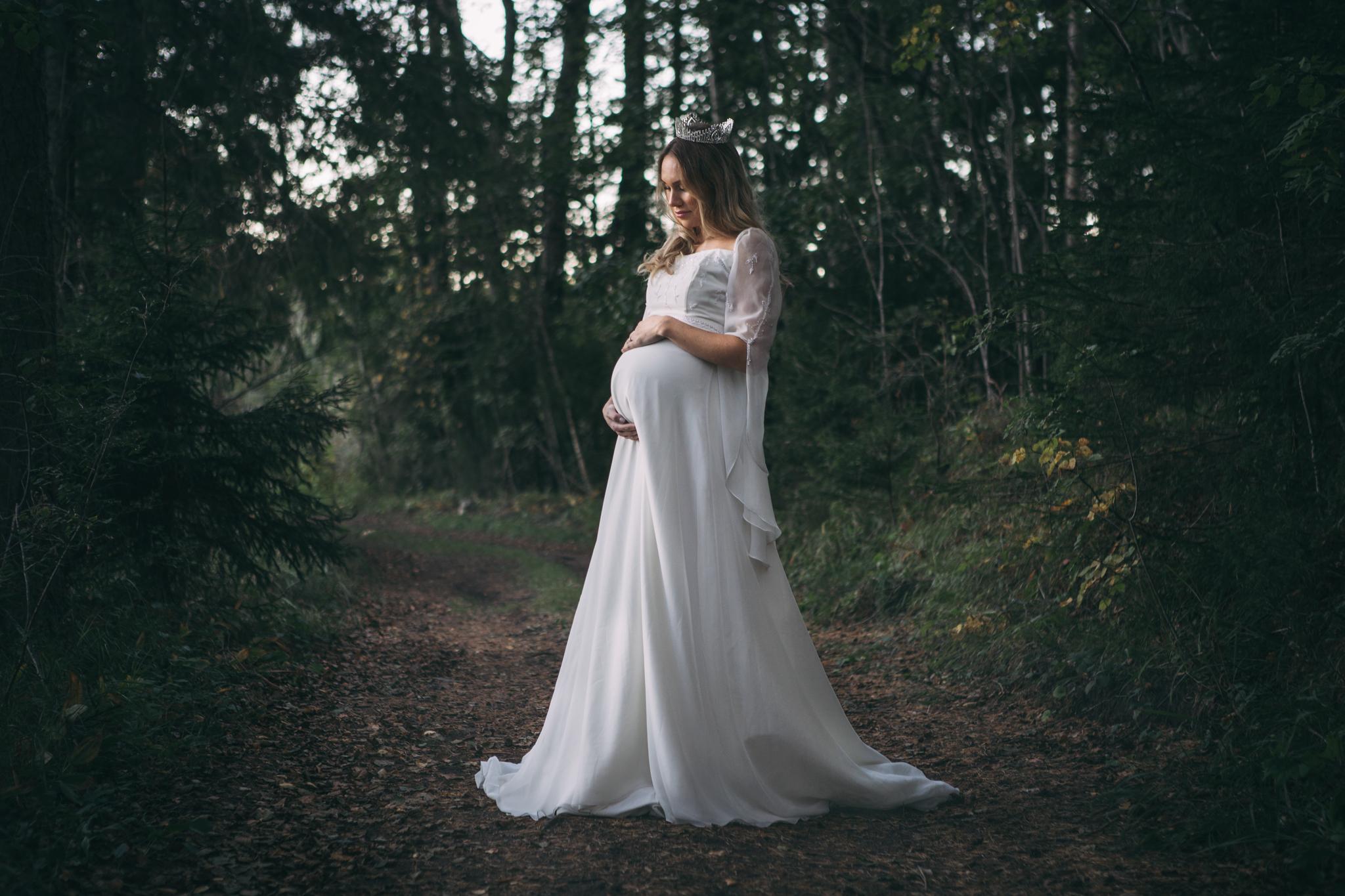 bridal by tessan - brud- och balklänningsbutik i centrala Gävle. samarbete kring stylade fotograferingar. rekommenderas för dess bra priser, sortiment och servicekänsla.https://www.bridalbytessan.se/
