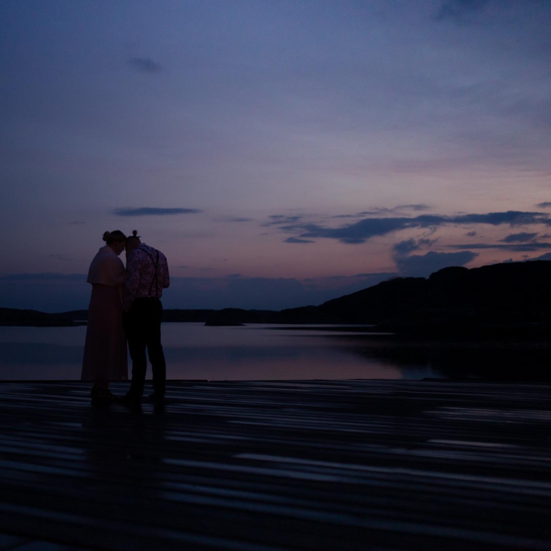 Heldag - Från morgon till fest! Här är jag med er under hela bröllopsdagen och dokumenterar varje steg. Önskar ni de vackra, gyllene porträtten tagna i solnedgångens ljus är detta paketet ni letar efter!Pris: 22 500 kr