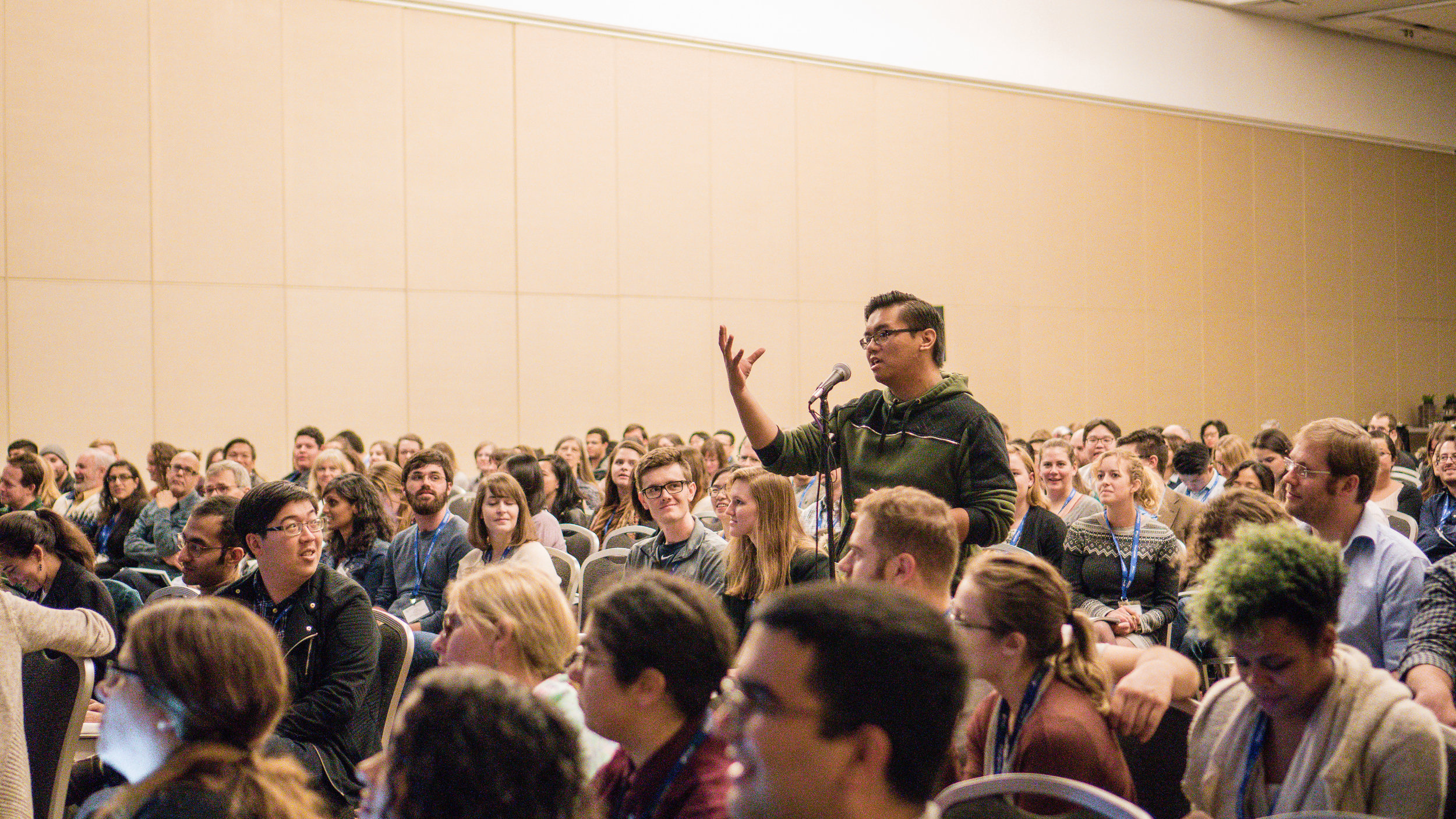 Fellow science communicator  Gabriel Santos  pitches a science story to a crowd of over 400 participants in a workshop at the 2018 Annual Meeting of the Society for Integrative & Comparative Biology in San Francisco, CA. Photo courtesy of Helina Chin, UC Museum of Paleontology.