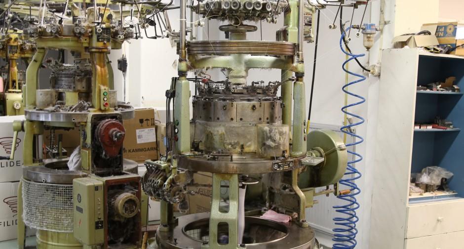 knitting machine 1