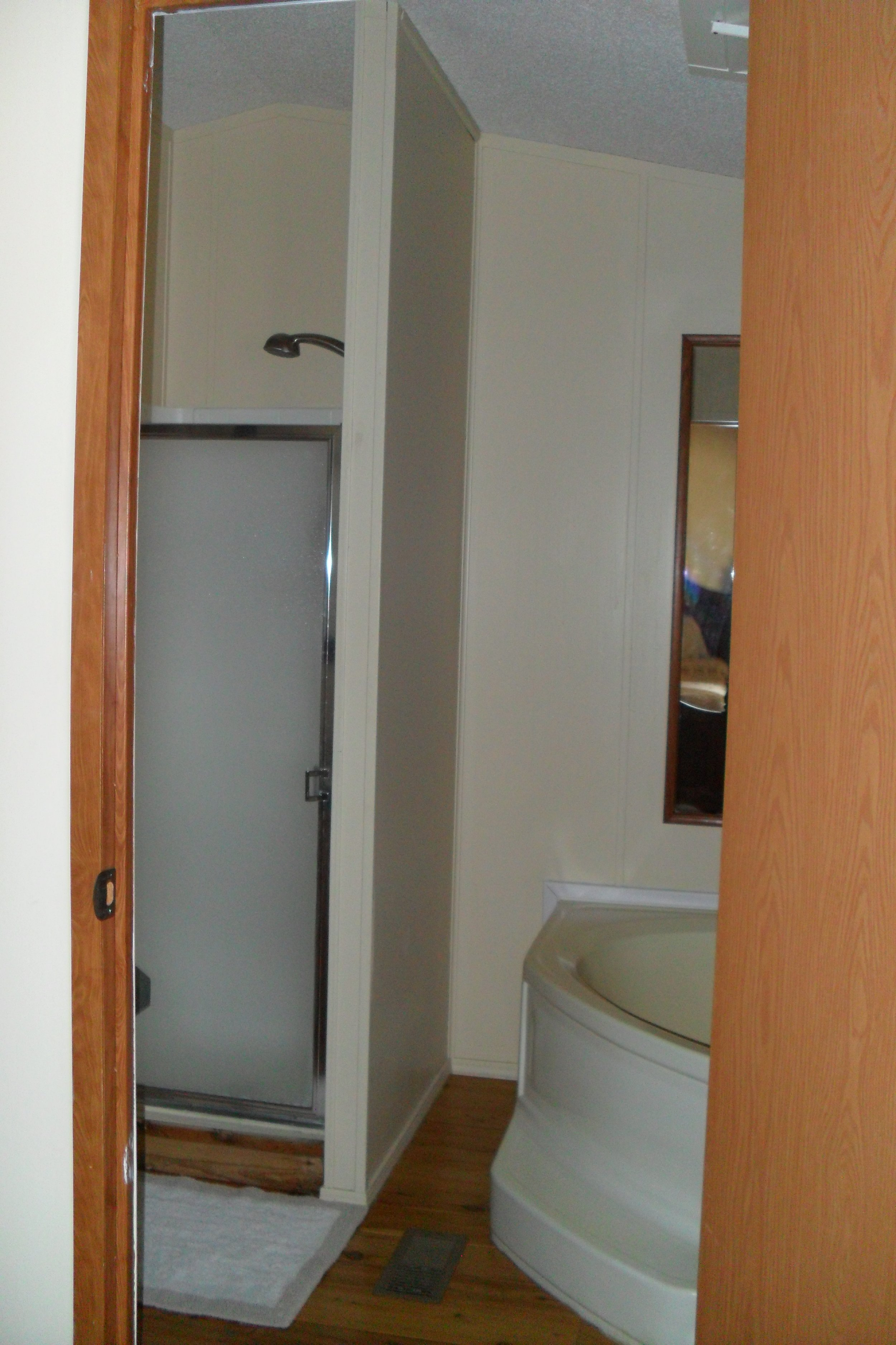 The Cabin: Tallgrass Suite shower and tub