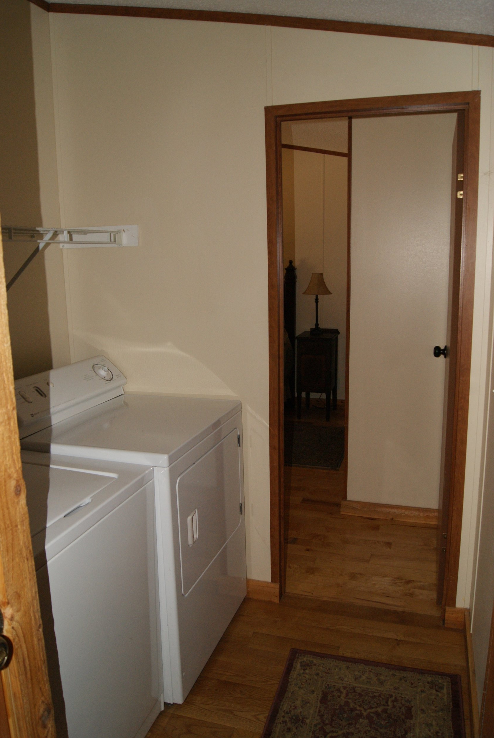 The Cabin: Tallgrass Suite laundry and bedroom entry