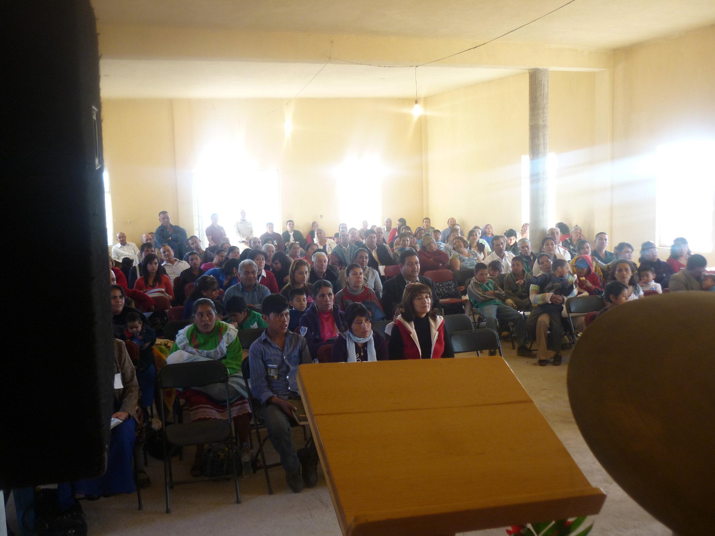 La Congregación - La iglesia reunida en un evento especial de la iglesia.