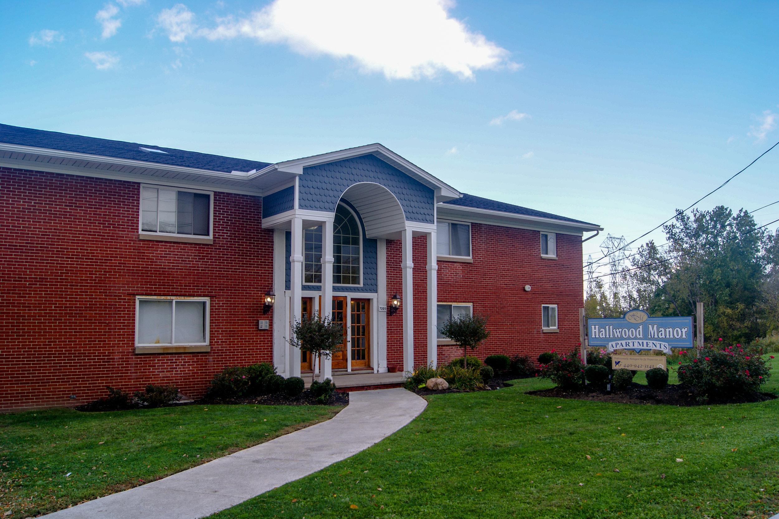 Hallwood Manor Apartments - Mentor, Ohio