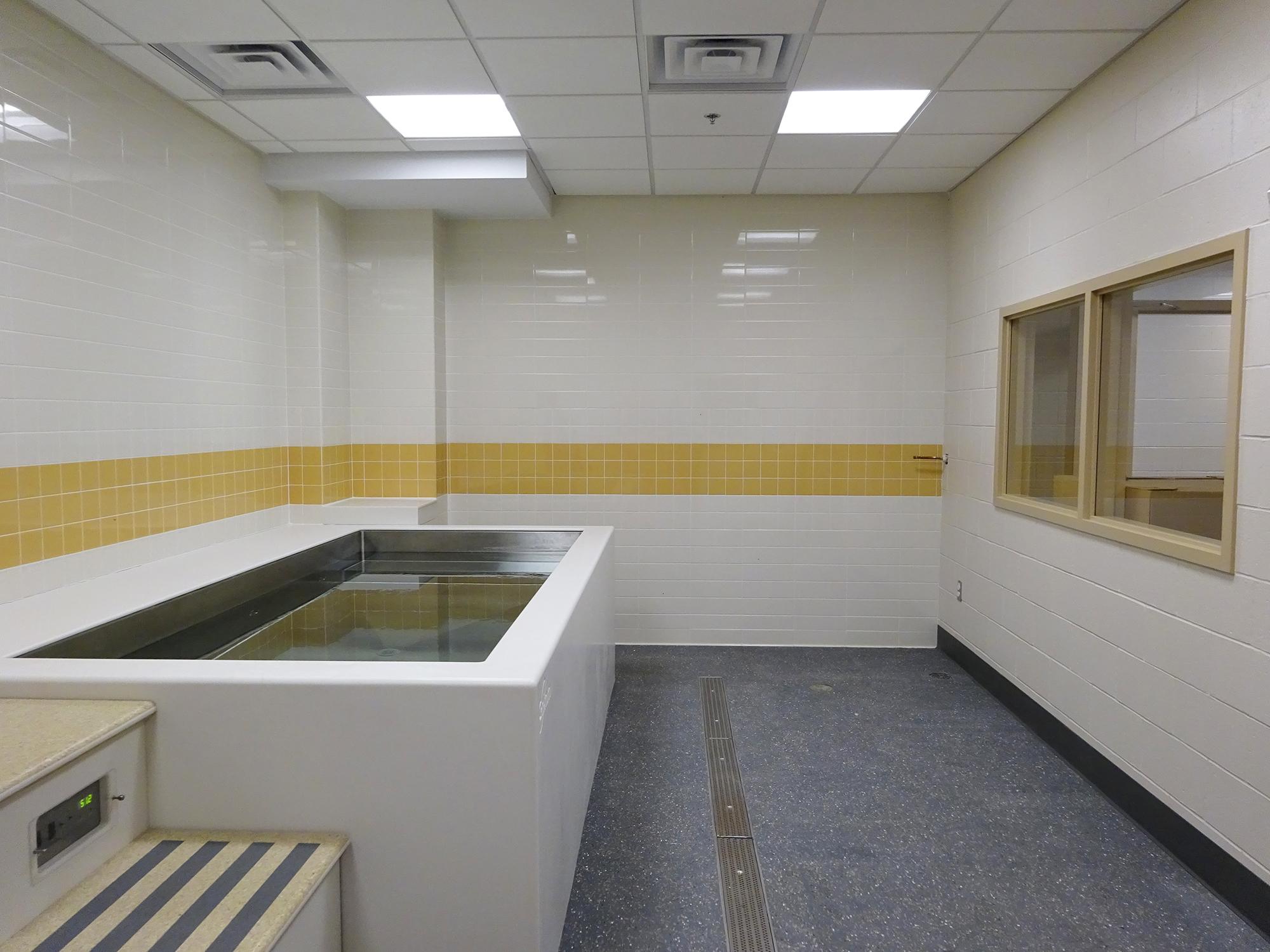 Brown Pizzitola Locker Rooms - 6.JPG