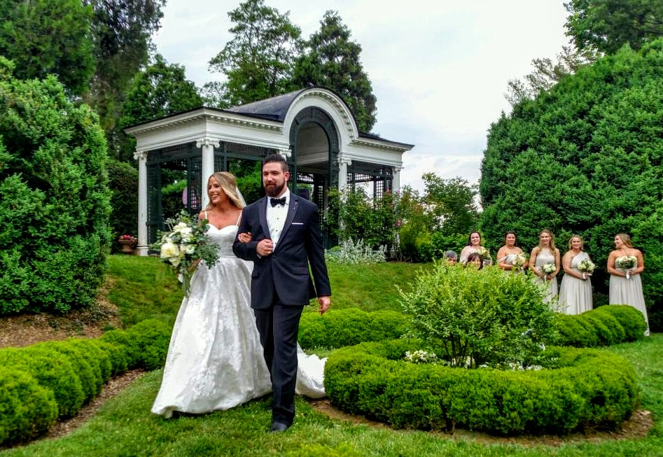 The new Mr. and Mrs. Sean and Alexis Doherty
