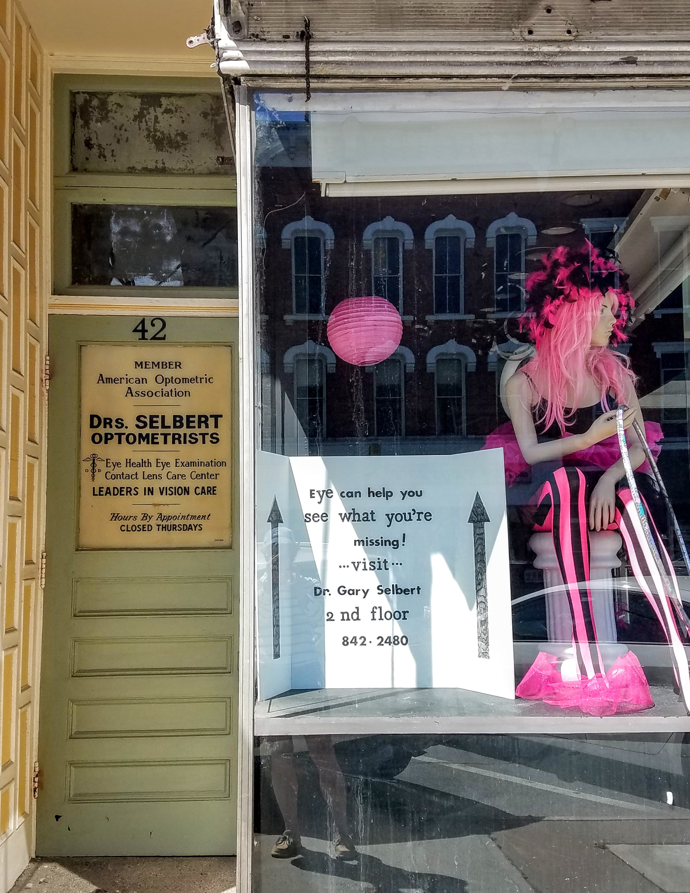 Couldn't resist posting a picture of the creative advertising used by this Optometrist in Amsterdam, NY