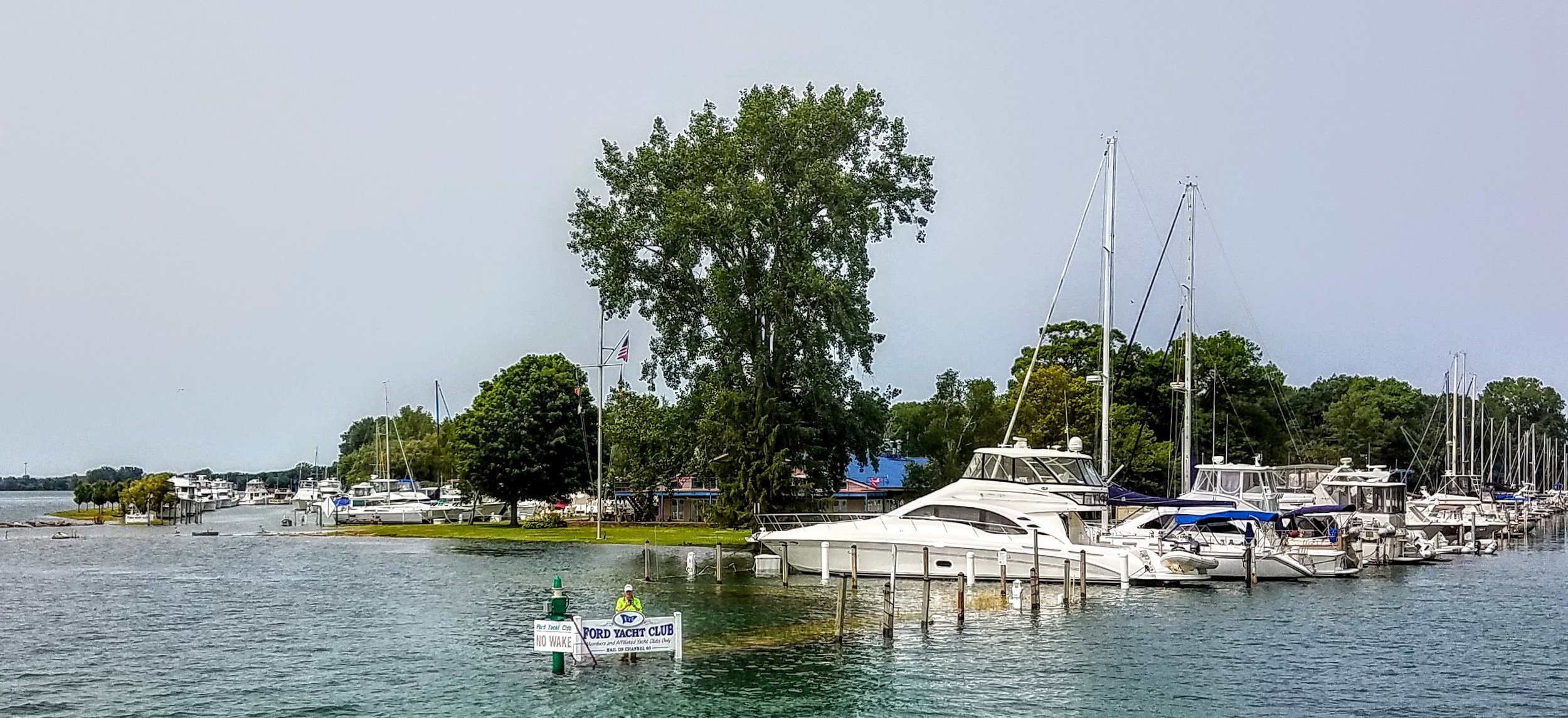 Bill Gilmore wading out to guide us into our flooded 'well' (that's what they call slips here) at the Ford Yacht Club in Grosse Ile.