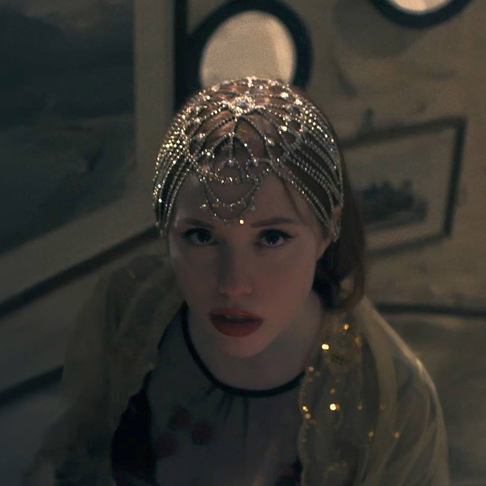 """madelline's new videoclip """"WISH I COULD SEE"""" is out - Very indie pop infuenced, Madelline is bringing you a perfect mix : deep lyrics and catchy melodies. Discover her theatrical universe through a very original and inspired videoclip."""