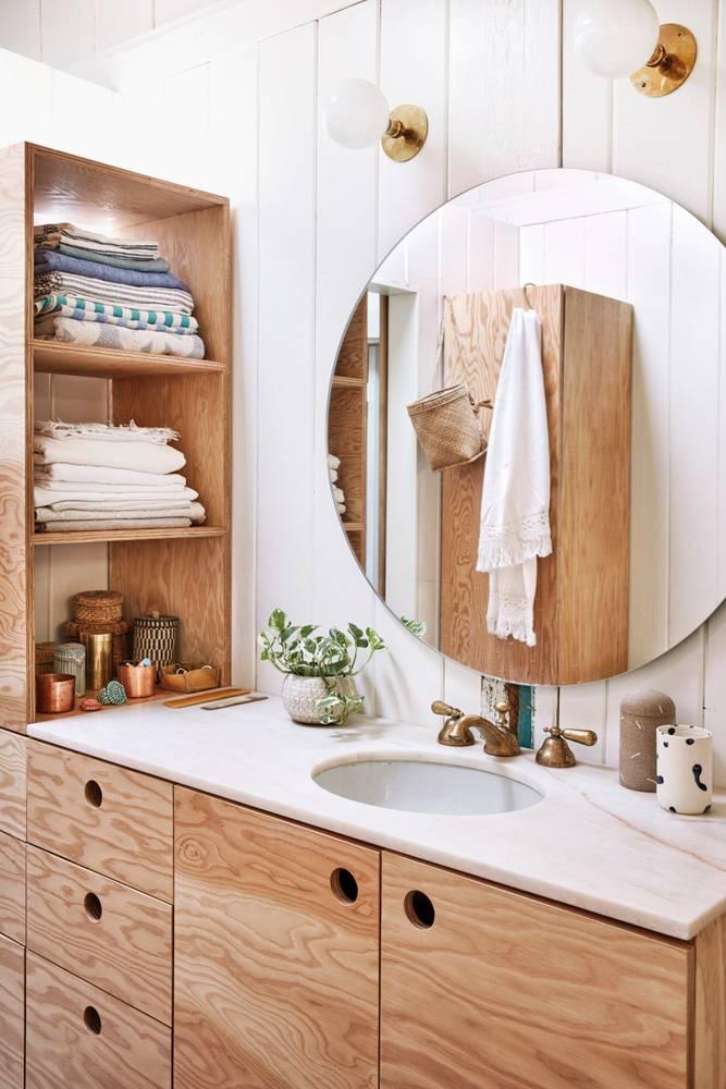 canyon-cool-white-and-wood-bathroom-5851a46e6b3ba833f7b80a1d-w1000_h1000.jpg