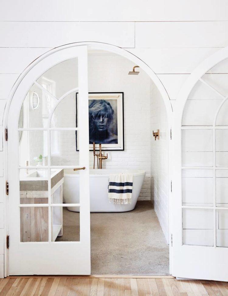 farm-house-fresh-gray-and-white-bathroom-58dbdab64929b974a62d9c69-w1000_h1000-750x974.jpg