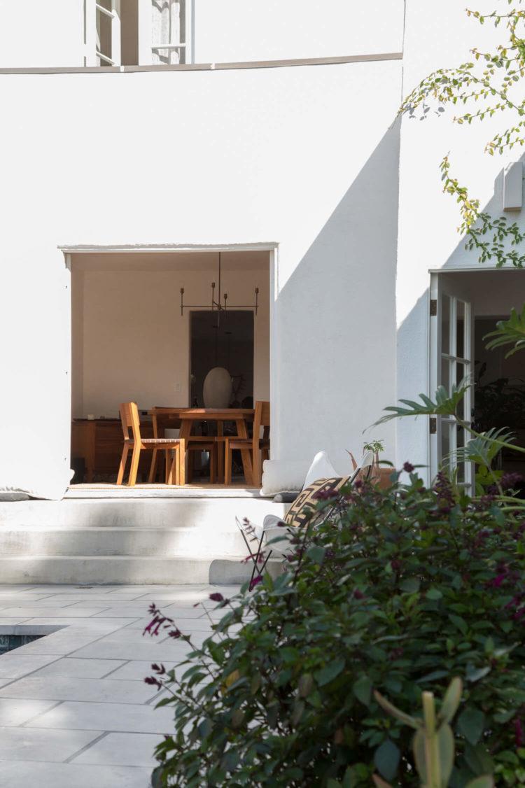 est-living-interiors-myra-house-los-angeles-22-750x1126.jpg