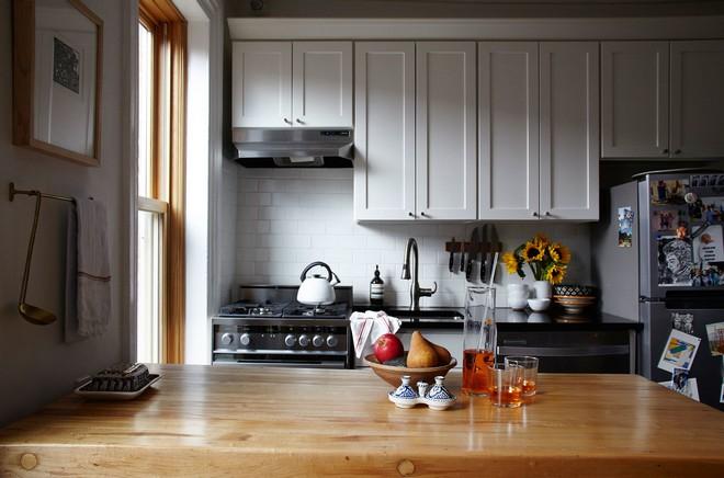Celebrity-Homes-Jewelry-Designer-Lizzie-Fortunato-Brooklyn-Apartment-1.jpg