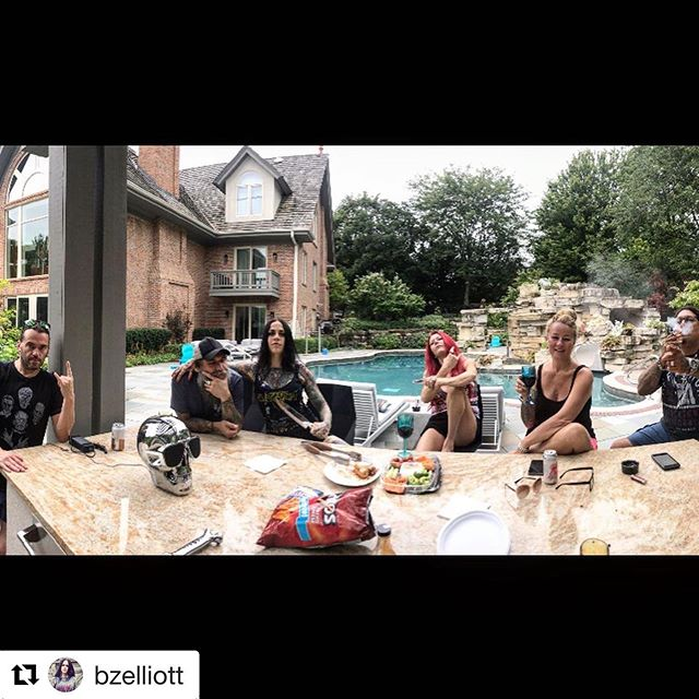 """THE SAW IS FAMILY."" . . . #Repost @bzelliott with @get_repost ・・・ Having the most amazing time with the most amazing people - in the most amazing place ♥️🤘 @jeremyxwagner @kymwithawhynot @jraraya419 @chuckschicktiff @chuckfcknbilly #kymandjeremyrule #friends"
