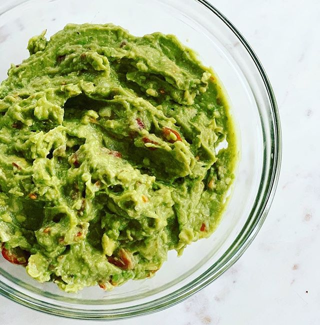 Happy #NationalAvocadoDay 🥑 a classic guacamole is one of my favorite ways to enjoy avocados, but plain mashed avo on toast, in burritos, with tofu scramble, in salads, in smoothies... okay so I like avocado any way, shape, or form 😋🥑 on my blog I have a chocolate pudding recipe made with avocado, and a myth-busting blog post on washing avocados and listeria—Link in bio! . As many of you know I recently started my career in oncology nutrition. Increasing caloric intake is something I talk to the majority of my patients about. For those with a poor appetite from their specific cancer, or as a side-effect of treatment, we go over ways to increase calories without necessarily requiring increasing portion size. One of the foods I recommend is avocado because it's versatile, rich in antioxidants, and can easily add 100+ calories to a meal or snack without a hefty portion size!  #offthevinenutrition #nutritionblog #foodblog #avocado🥑 #avocadotoast #guacamole #washyouravocados #listeria #foodsafety #rd #rd2be #oncologyrd #cancerdietitian #cancerrd #instavegan #vegansofig #antioxidants #ontheblog #nutritionist #nutritionfacts #dietitian #avocadoday #avocadorecipes