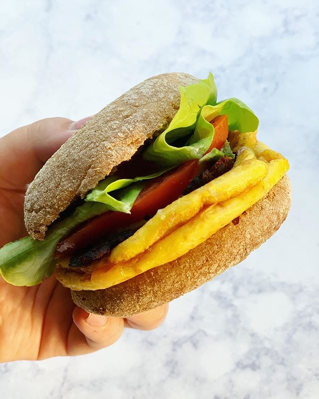 Happy Friday!!!! It's been quite the week, but breakfast this week has been the bomb.com 💣 Vegan Breakfast Sandwich for the win!! Would you want me to post the recipe on my blog?  #vegansofig #veganbreakfastsandwich #veganbreakfast #offthevinenutrition #veganeggs #breakfastideas #plantbasednutrition #plantbasedprotein #wholewheat #englishmuffin #veganbacon #breakfastofchampions #nutritionblog #foodblog #foodphotography #foodfuel #rd #rd2be #dietitian