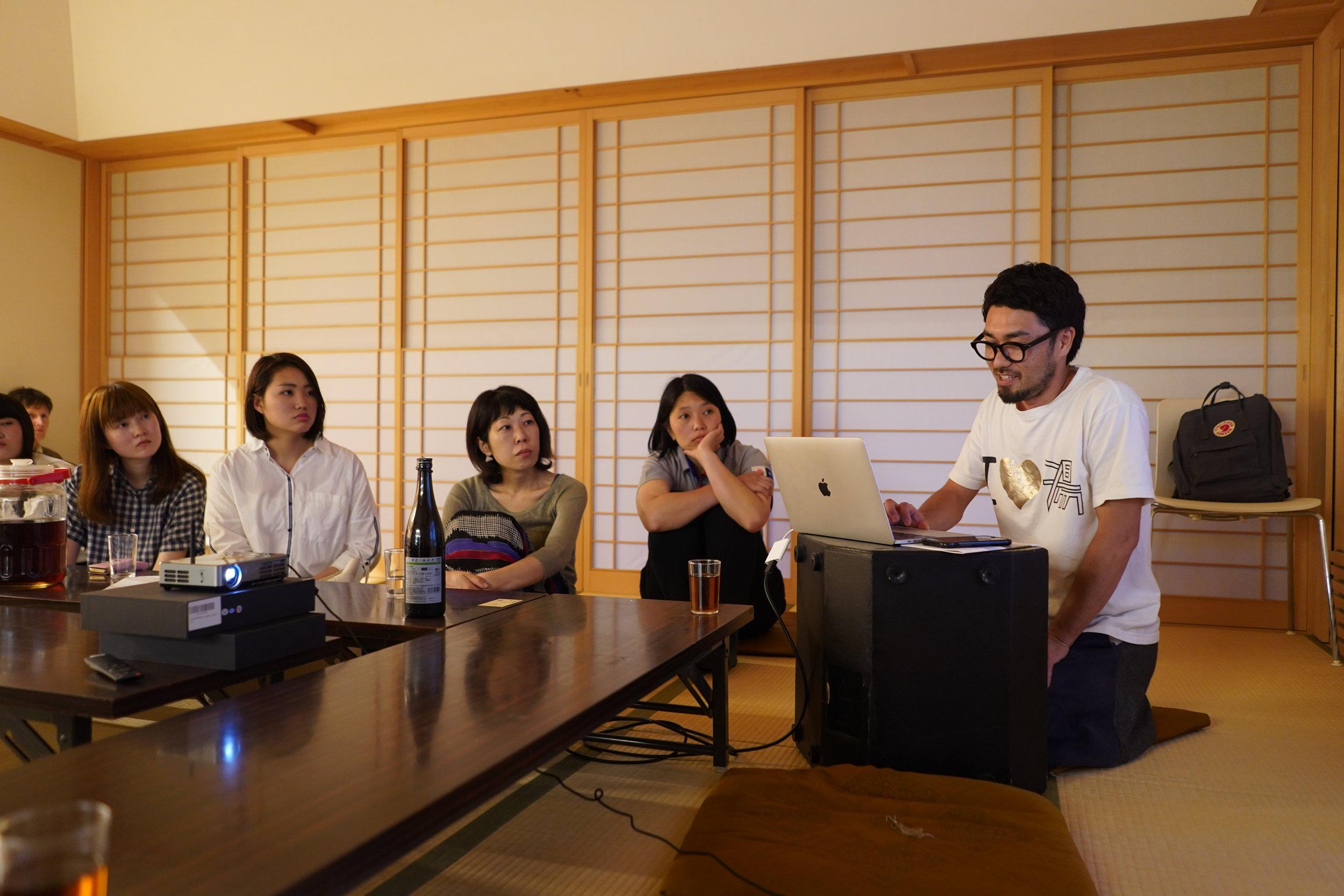夕食後、直島に移住した方から直島での経験についてお話を聞きました。 After dinner, local in-migrants described their experiences on Naoshima.
