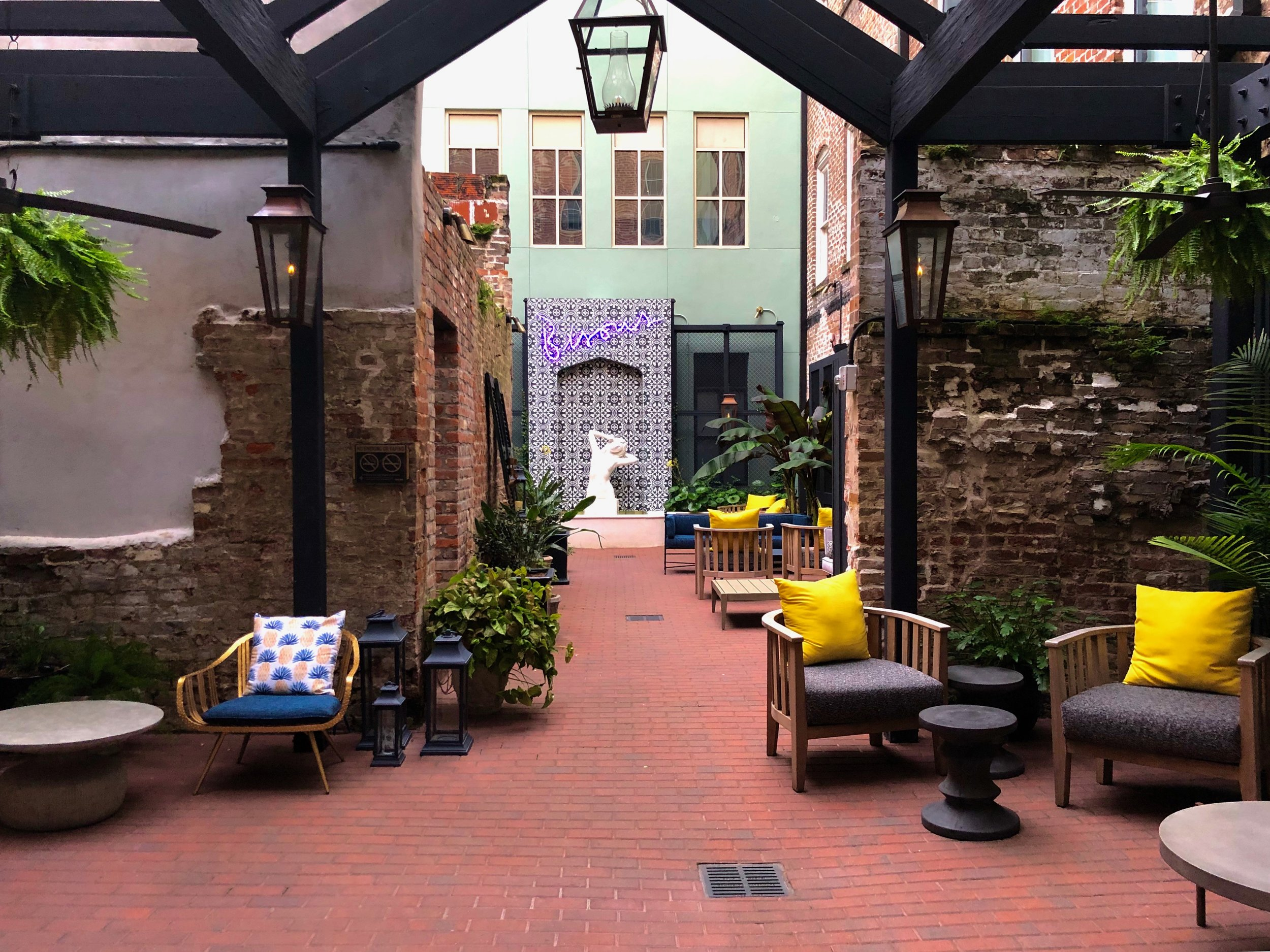 Outdoor space at the Eliza Jane (New Orleans, 2019  ©  JOEL ANG PHOTOGRAPHY)