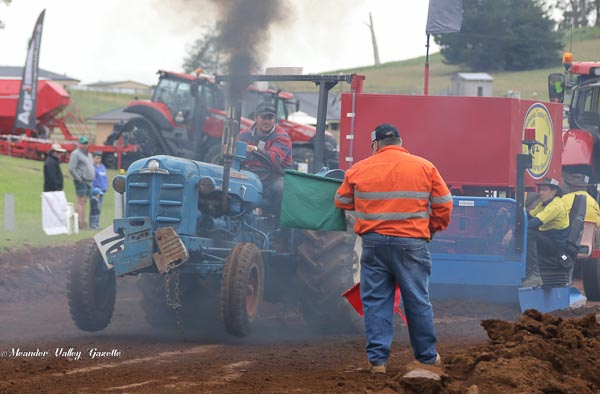 Tim-Creswell-of-Deloraine-driving-his-Fordson-Major-tractor-2017-Tractor-Pull.jpg