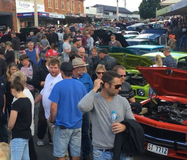 Car-show-crowd-1-cropped.jpg