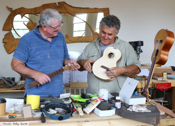 Pat-Hawkins-of-Ulverstone-Lutherie-instructor-Tim-Spittle-of-WA.jpg