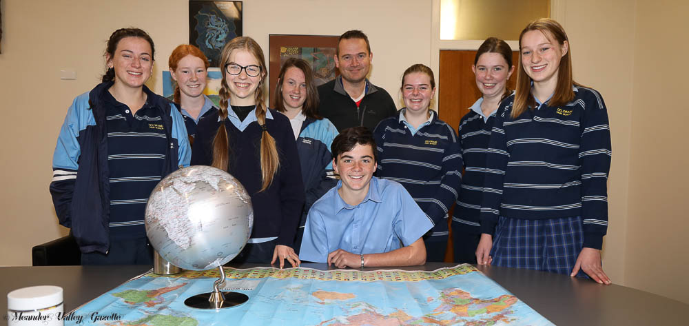 Deloraine-High-School-students-raising-money-to-go-overseas.jpg