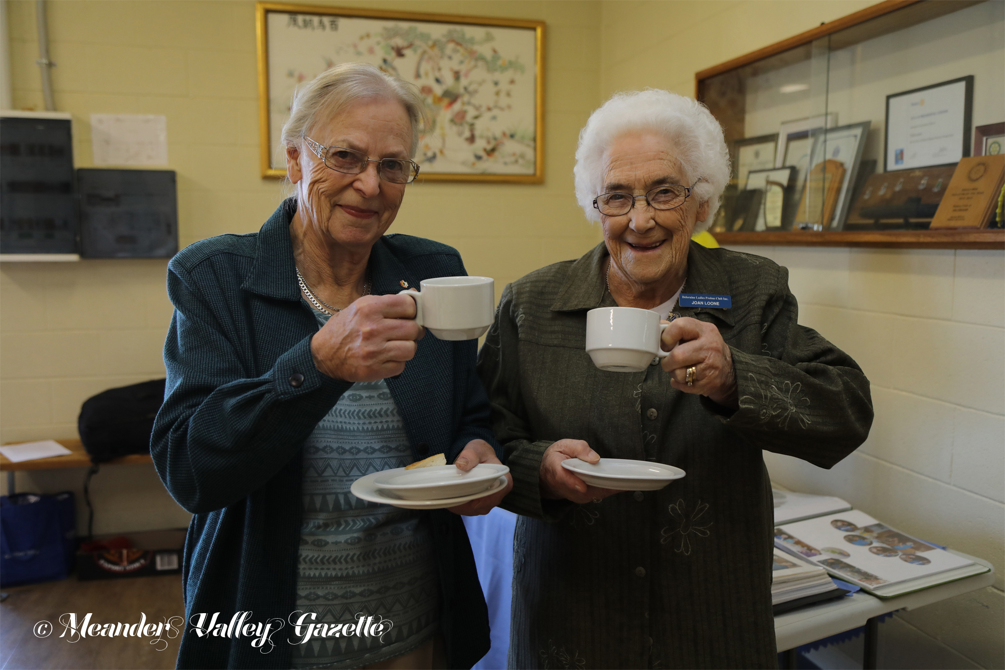 Newest Probus member Vicki Downing and Foundation member Joan Loone share a welcome cuppa.  Photo by Mike Moores
