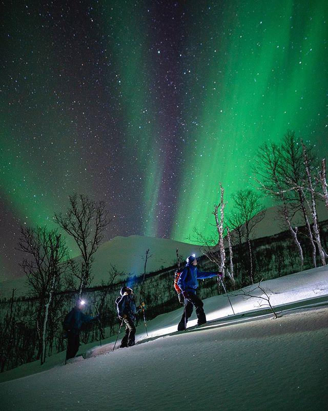 The trailer for Through Darkness just dropped!⠀ Link in bio.⠀ ⠀ Experience the unique everyday life of riders in the dark above the Arctic circle alongside⠀ @Manuelamandl @lissa.o @Eirikverlo @Hampuscederholm @Kriskopa ⠀ ⠀ ⠀ #throughdarkness #hubofhope #brightasday #protectourwinters #pantforpudder #dreamanddare⠀ @Tvibit @furbergsnowboards @moonlightmountaingear @julbo_eyewear @sparkrandd @mossy.earth @chasingthestigma @whitelinesmagazine @gearaid⠀ ⠀ 📷@id.id.ok
