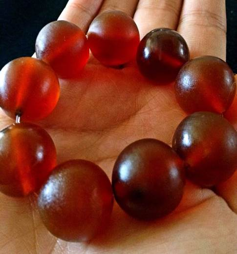 Track-the-Trade-sec-1-d-Elepant-skin-is-transformed-into-red-blood-beads-and-sold-as-jewellery.-Copy.jpg
