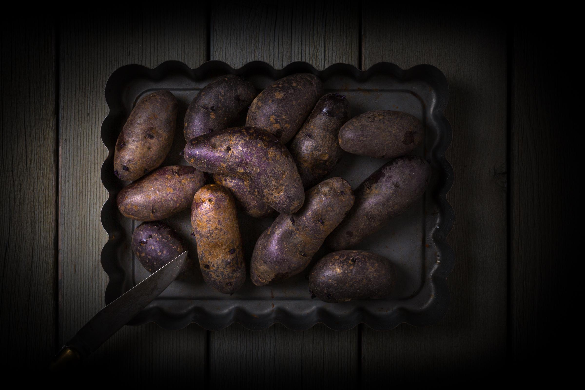 VEGGIES IN THE DARK    KLIENT:   EIGENES PROJEKT   FOOD-STYLING:   MATTHIS BADER