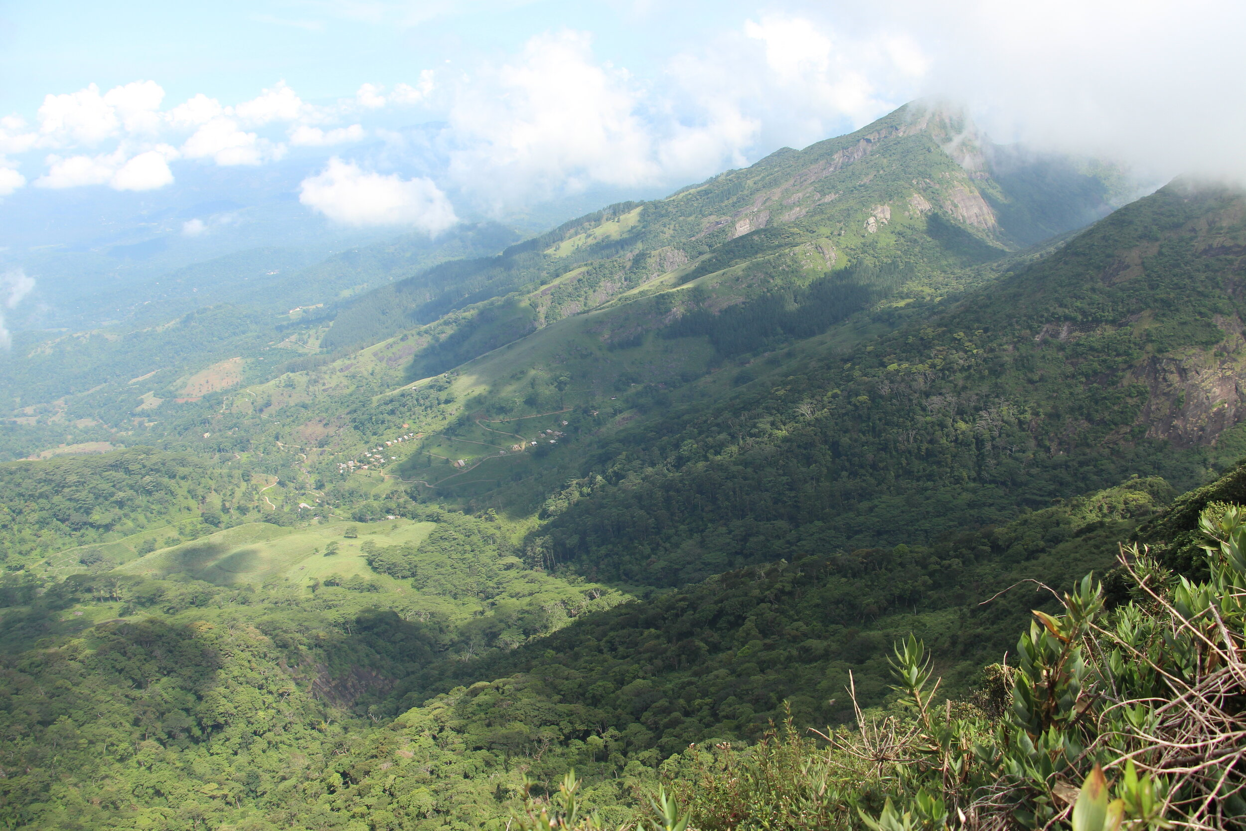 where is best to hike in sri lanka knuckles mountains for families and couples