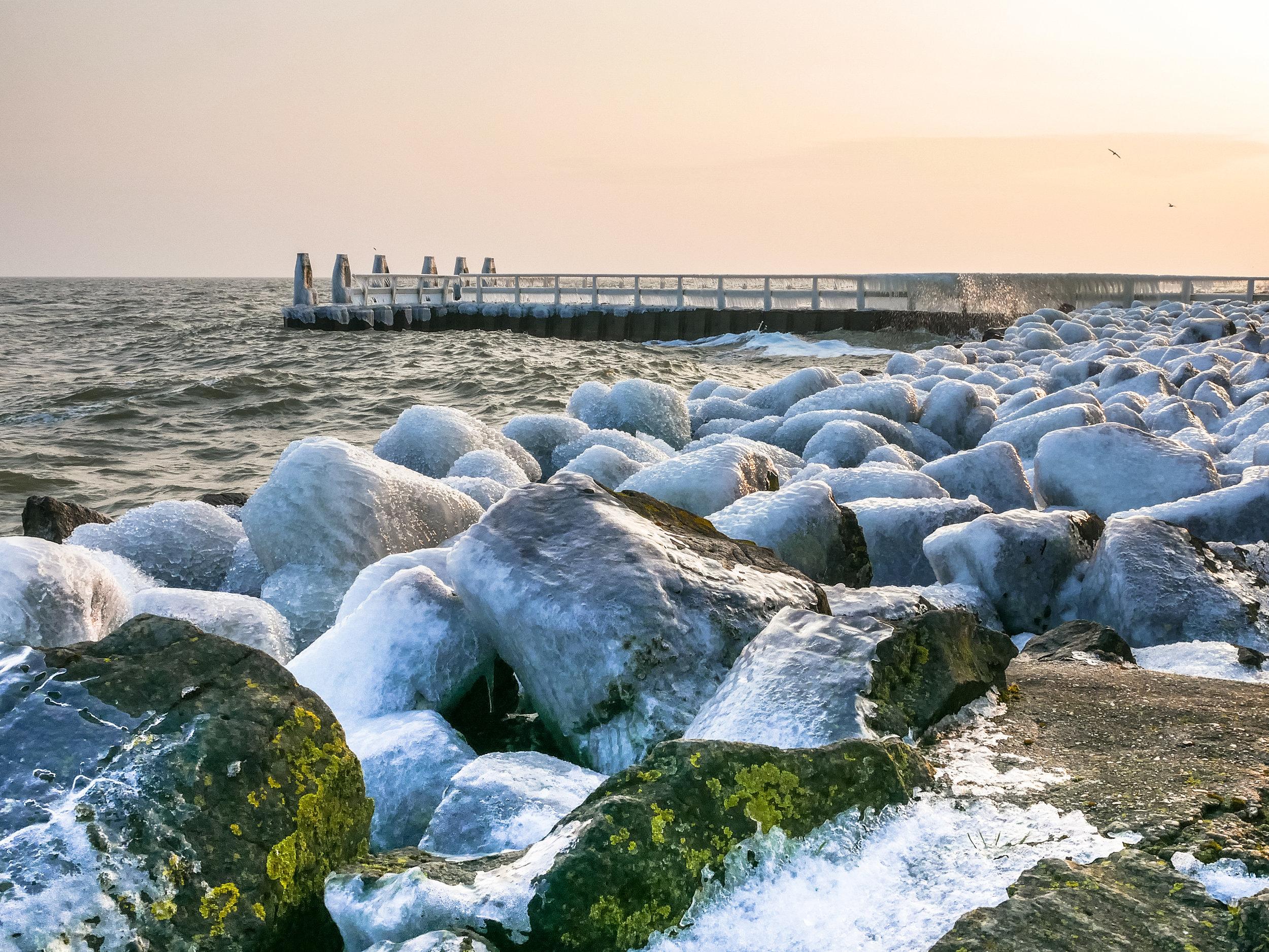 Winter aan de Afsluitdijk - Foto Gijs de Koning