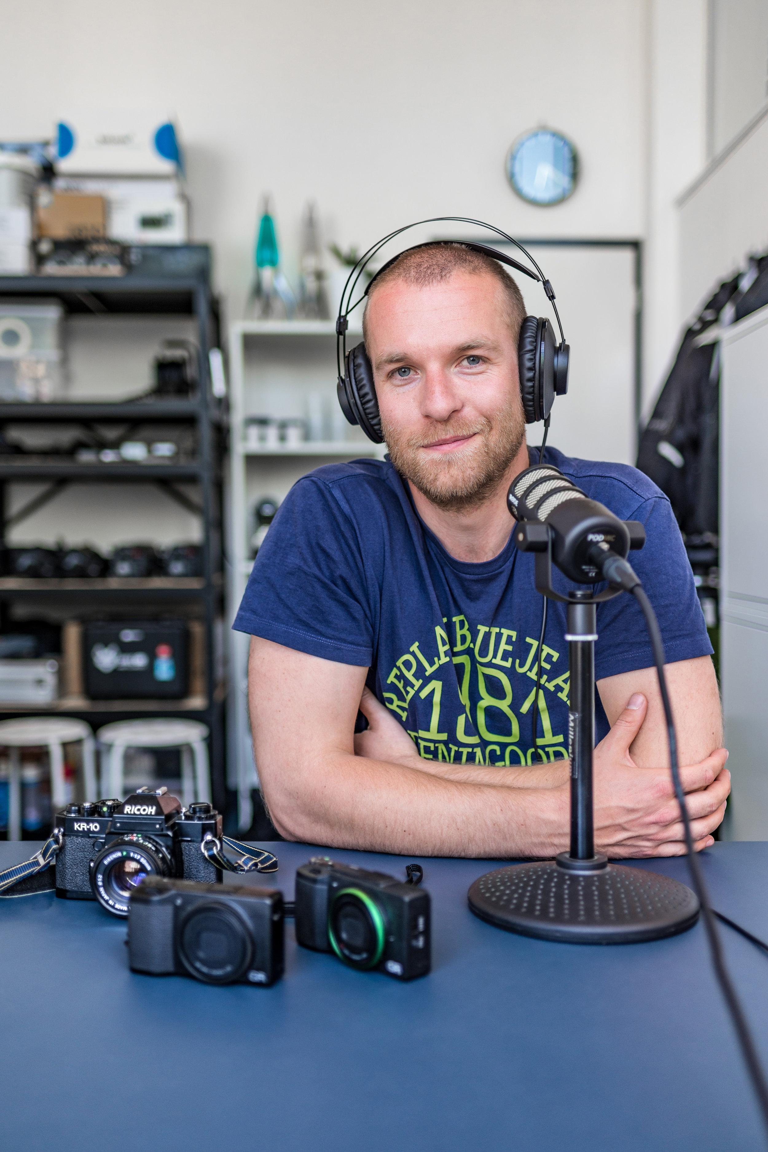 Niels Kemp in de studio (foto: Gijs de Koning)