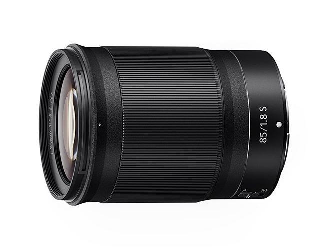 Nikon breidt zijn collectie Z-lenzen voor full-frame mirrorless camera's uit met de 85mm f/1.8 S-line portretlens. Met snelle en stille autofocus is de lens ook zeer geschikt voor video, en de instelring voor focus is alternatief ook in te stellen voor diagragmaregeling of belichtingscompensatie. Het objectief is beschermt tegen stof en spatwater en zal beschikbaar zijn in September voor € 899,- #nikon #nikonmirrorless #nikonz6 #nikonz7 #85mm18 #fotografie #nikonnederland #nikonclubnederland