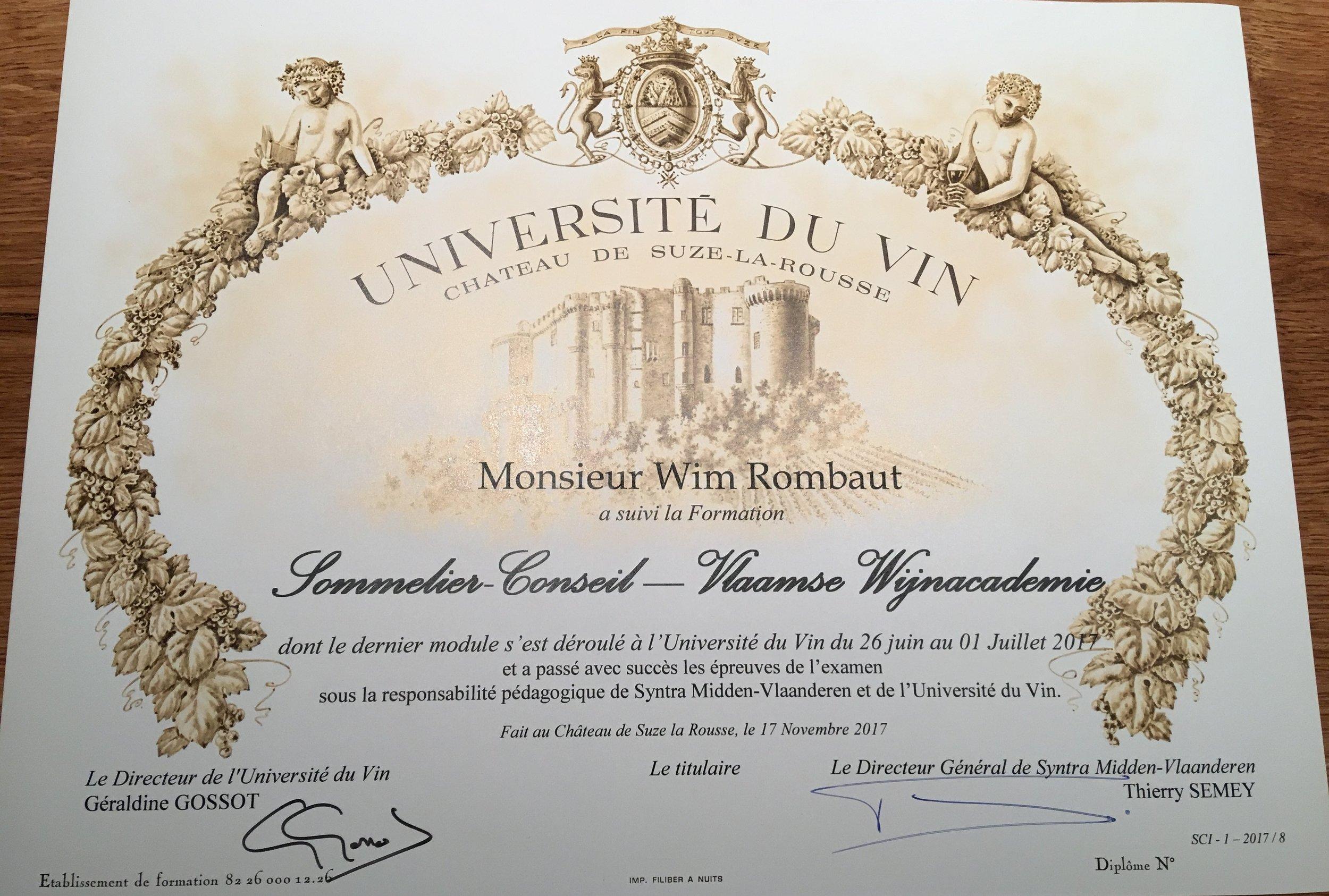 Mijn nog ongetekende diploma Sommelier-Conseil. Op 18 november 2017 besloot ik hier iets meer mee te doen. Toen nog geen idee dat het Vegawineclub zou worden.